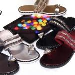 รองเท้าแตะแฟชั่นแบบสวมนิ้วโป้งแต่เพชรเม็ดใหญ่และกลิตตเตอร์วิ้ง ๆ สวยงามมาก