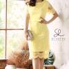 Dress โทนสีเหลืองอ่อน ดีเทลเป็นเย็บแต่งผ้าซีทรูปักลายดอกเชิงชาย