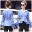 เสื้อผ้าคอตตอนลายทางสีน้ำเงินจับเดรปตกแต่งระบาย thumbnail 2
