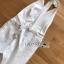 จัมป์สูทสีขาวทรงผูกคอตกแต่งผ้าพลีตสไตล์มินิมัล thumbnail 19