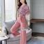 เสื้อผ้าเกาหลี พร้อมส่ง เสื้อทรงคอVป้ายจับจีบ กับ กางเกง thumbnail 4