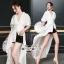 เสื้อผ้าเกาหลี พร้อมส่ง เสื้อเนื้อผ้าคอตตอนสีขาว thumbnail 1